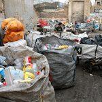 آیا شهرداری از جمع کننده های ضایعات فلزات و پلاستیک پول میگیرد؟