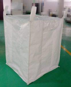 از جامبو بگ ها میتوان برای جایجایی محصولات پتروشیمی و گرانول پلاستیک پلی اتیلن جهت سهولت در امر حمل و نفل و بهینه سازی فضای انبار محصولات استفاده کرد.