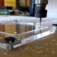 پلیمرهای معمول و مورد استفاده در برش CNCپلی اتیلن چگالی بالا، پلی اتیلن با وزن مولکولی بسیار بالا، پلی آمید، پلی کربنات، پلی (اکسی متیلن) و پلی (وینیل کلراید) هستند.