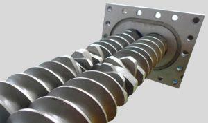 اکسترودر هم چرخش: در پروسه بازیافت ضایعات پلاستیک در روش اکسترودر هم-چرخش ، هر دو پیچ بصورت عقربه های ساعت یا خلاف جهت عقربه های ساعت می چرخند.
