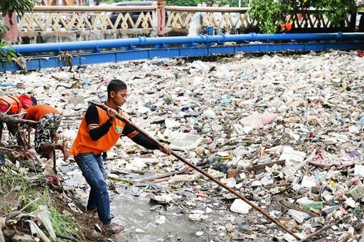 سالانه میلیون ها تن زباله و ضایعات پلاستیک از آمریکا به مالزی،اندونزی و ویتنام ارسال میگردد.