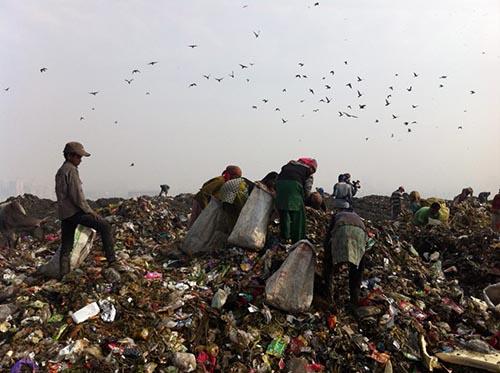 مشکلات و معضلات دفن زباله و تولید گرانول پلی اتیلن از ضایعات پلاستیک در سایت مدیریت پسماند آزادشهر گرگان