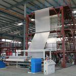 فرایند اکستروژن فیلم شامل هل دادن پلاستیک مذاب به داخل یک دای مدور یا اسلات می شود و اغلب برای استفاده از صنعت بستهبندی، کشاورزی و عمرانی استفاده می شوند.