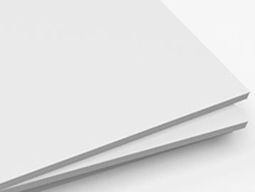 پلی استایرن با مقاومت ضربه¬ای بالا (High Impact Polystyrene) کوپلیمر پلی استایرن با پلی بوتادی ان رابر است تا عملکرد بهبود پیدا کند. این ماده بسیار پرکاربرد، اقتصادی و پلاستیکی با استحکام ضربه¬ای است که به سادگی ماشین¬کاری ساخته می شود.