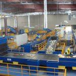 وسیله بازیافت ماده / MRF است که مواد را برای بازیافت، دریافت و جداسازی و آماده می کند. عموماً یک Materials Recovery Facility (MFR) مخلوطی از مواد از قبیل پلاستیک، کاغذ، فلزات، شیشه و منسوجات را از مصارف خانگی یا ساخت و ساز دریافت می کند.