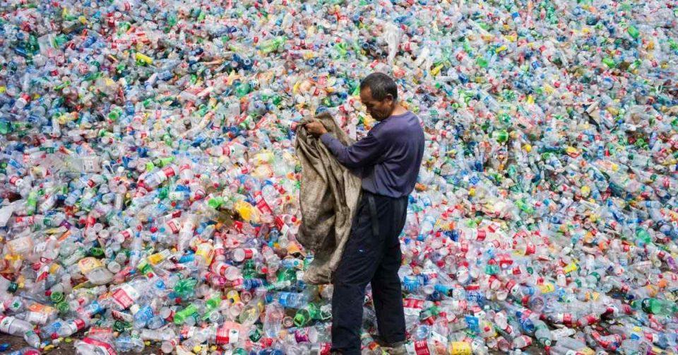 بخشدار کهریزک از توابع شهرستان ری گفت: شاهد خشک شدن زمین های کشاورزی به علت افزایش مراکز بازیافت پلاستیک در حوزه صیفیجات و ذرت هستیم.