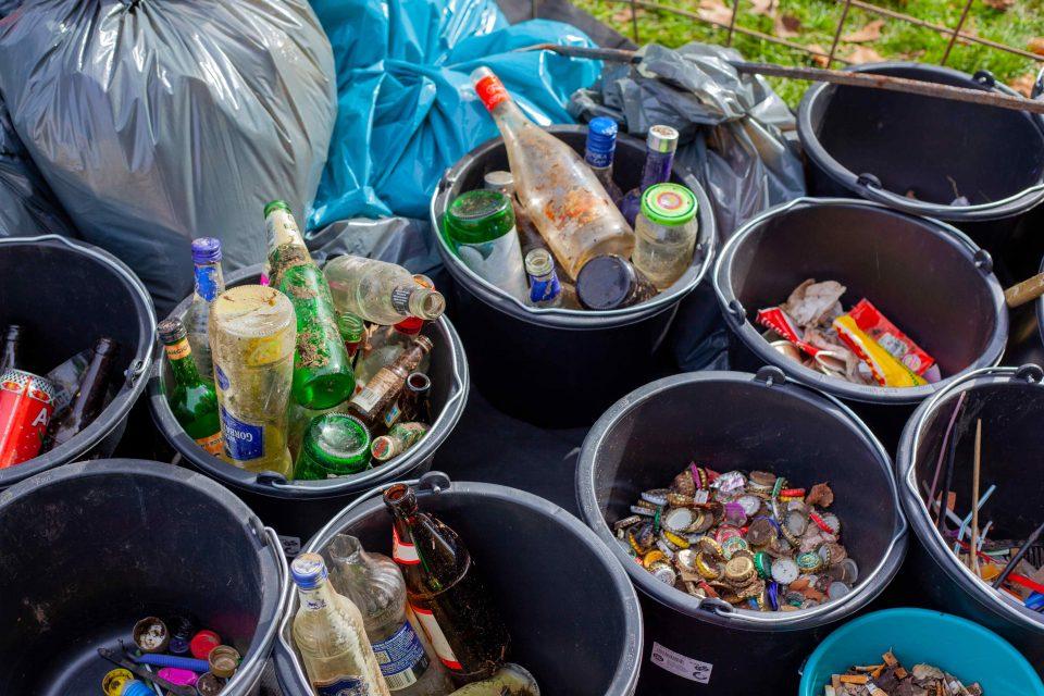 غلب ما هر روز از آنها استفاده میکنیم؛ کیسههای پلاستیکی نازک که تقریباً برای هر خریدی که انجام میدهیم از آنها استفاده میکنیم؛ کیسههایی که تا به خانه میرسند، به سرعت حذف و بلااستفاده میشوند.