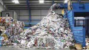 کلوخه / Lumps در طول اکستروژن پلاستیک، چه در نقطه فیلتر چه به هنگام پاک سازی خط، میان دو اجرای تولید، به وجود می آیند. پاک سازی به هنگام تعویض مواد، رنگ ها یا آمیخته ها مورد نیاز است تا اجرای بعدی تولید شروع شود. با توجه به خاصیت ذاتی توده های تولیدی، بسیار معمول است که آلوده شود و بنابراین بازرسی های محتاطانه بیشتری مورد نیاز خواهد بود.