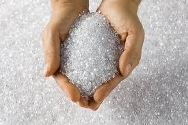 پلاستیک طبیعی / Natural ،پلاستیک هایی است که میتوان از درون آن دید. اگر دست خود را در طرف دیگر قرار دهید، می توانید آن را به روشنی و با جزئیات مشاهده کنید. پلاستیک های طبیعی یا شفاف با ارزشترین هستند زیرا میتوانند در هر کاربردی از جمله تبدیل به هر رنگ (مانند صورتی روشن) مورد استفاده قرار گیرند.
