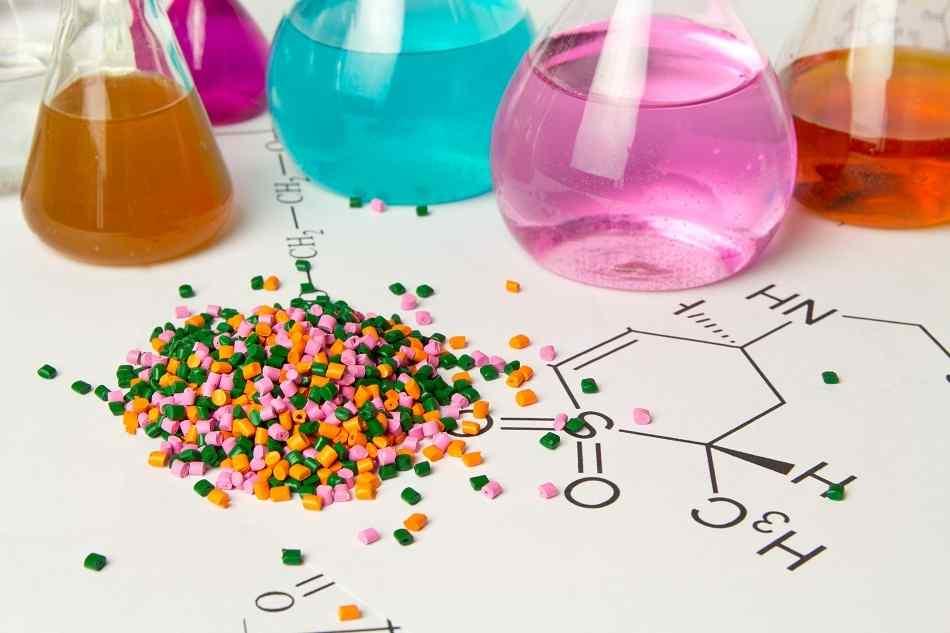 صنعت پلیمر پلاستیک و قابلیت افزایش ۸ درصدی اشتغال کشور