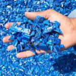 پلاستیک باز خرد شده / Regrind ، پلاستیک های سختی که توسط گرانول ساز به قطعات کوچکتر (6-14 میلیمتر) تبدیل شده اند. این عمل به منظور متراکم کردن، خوراک دهی پیوسته به اکسترودر و شست و شوی مؤثر ماده در صورتی که کثیف باشد، است.