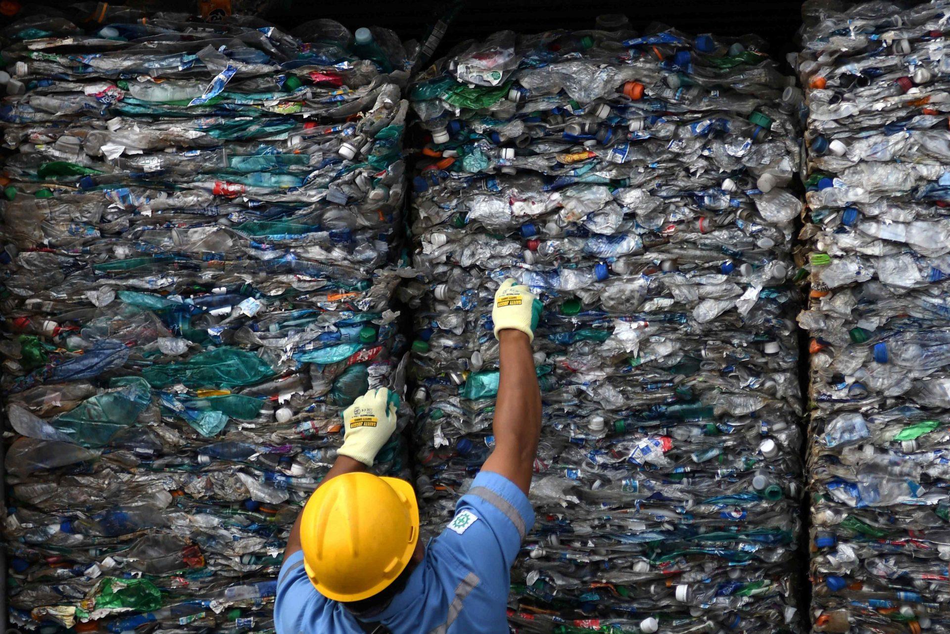 حذف پلاستیک از زنجیره صنایع بسته بندی اقدام کند