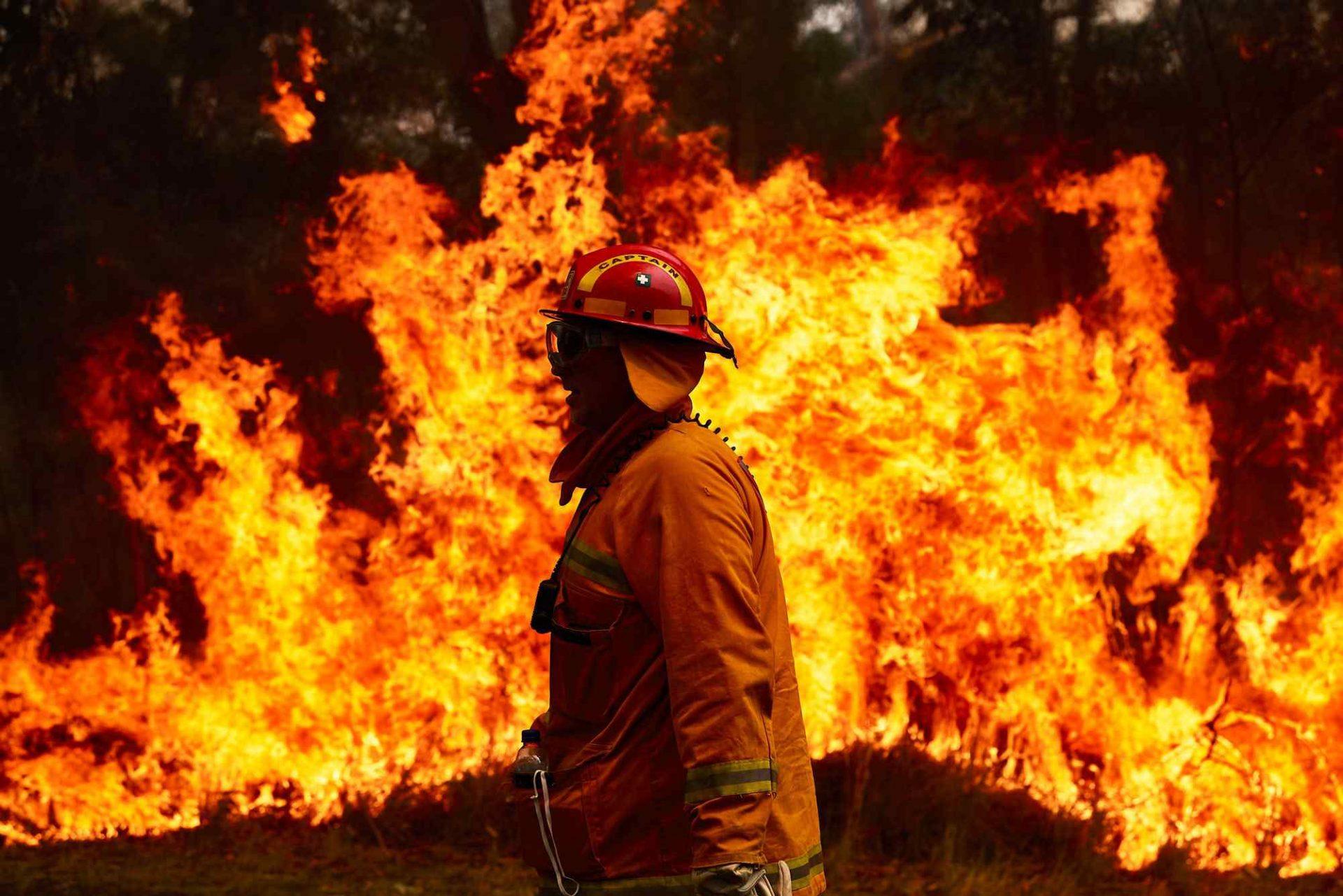 آتش در کارگاه فرآوری ضایعات پلاستیکی مشهد مهار شد