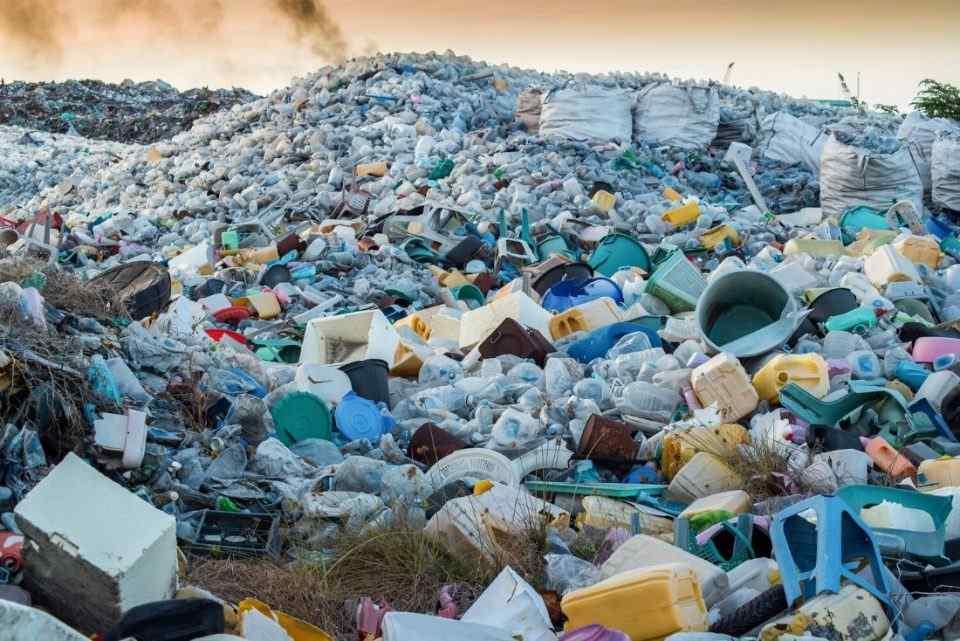 امکان تجزیه ضایعات پلاستیک و تولید سوخت